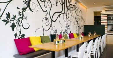 Idea para decorar un restaurante pequeño con vinilos